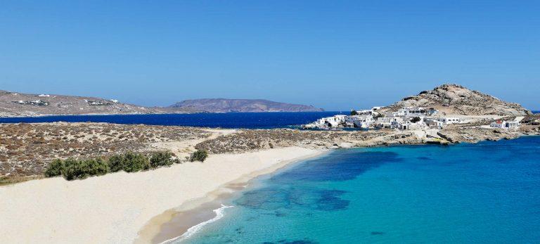<strong>La plage de sable fin d'Agia ana</strong>