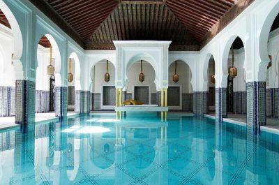 Détente dans un spa traditionnel