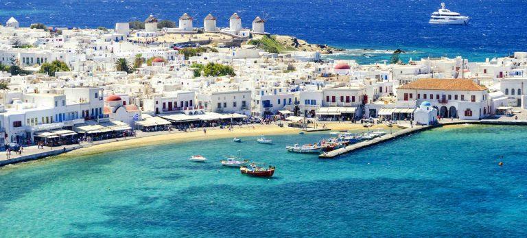 <strong>Mykonos : maisons blanches, moulins à vent et la mer bleu turquoise</strong>