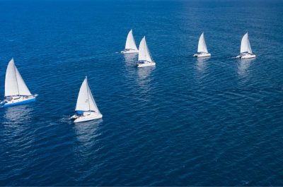 Régate en voilier depuis le Port Olímpic