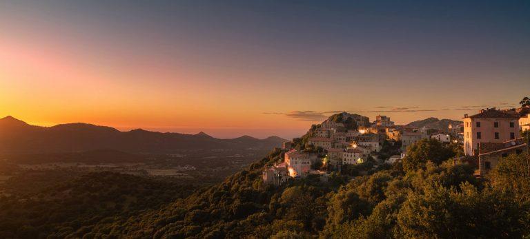 <strong>Coucher de soleil sur le village de Belgodere</strong>