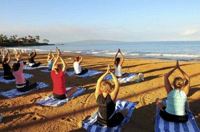 Cours de yoga sur la plage à Tenerife